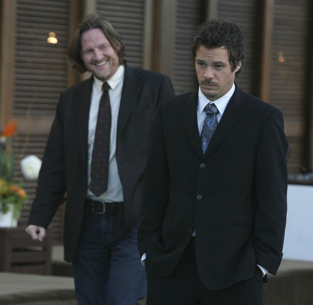 Donal Logue e Michael Raymond-James in Terriers nell'episodio Ring-A-Ding-Ding