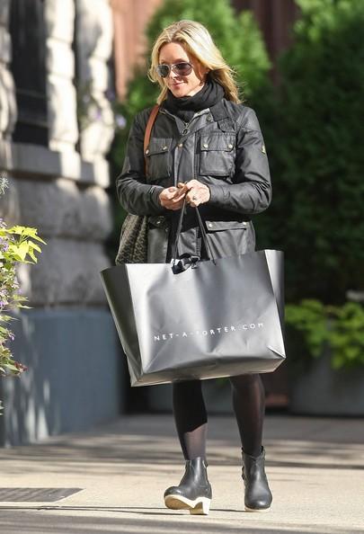 Jane Krakowski va verso casa dopo aver fatto shopping in Soho
