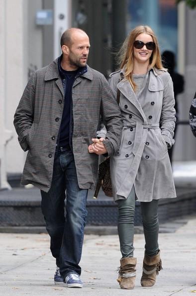 Jason Statham e Rosie Huntington-Whiteley mano nella mano nel centro di Manhattan
