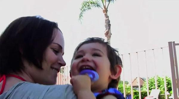 Katie Featherston nei panni di una madre in pericolo in Paranormal Activity 2
