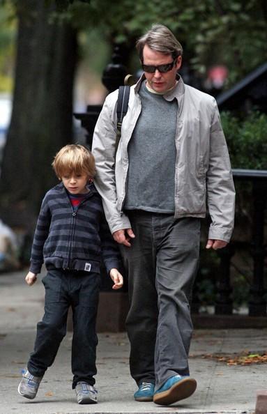 Matthew Broderick e il figlio James si dirigono verso la scuola