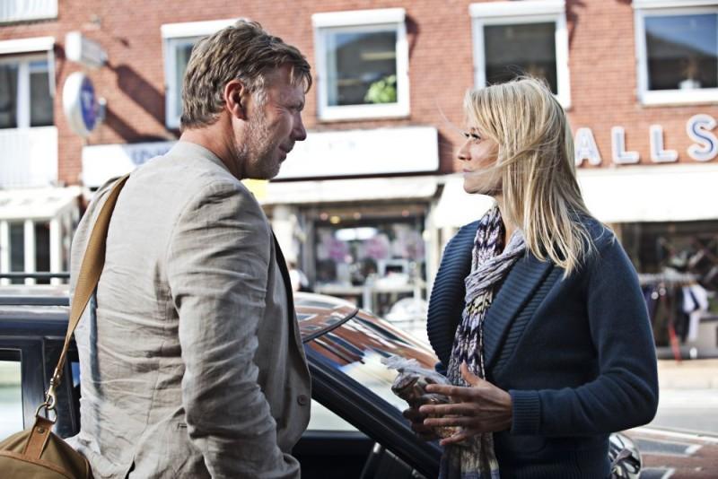 Mikael Persbrandt con Trine Dyrholm in scena del dramma In a Better World (Hævnen)