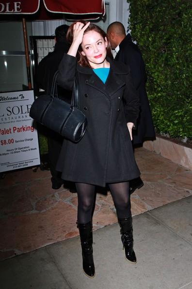Rose McGowan è di buon umore mentre lascia il ristorante Il Sole di Los Angeles