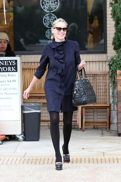 Sharon Stone fa shopping a Beverly Hills.