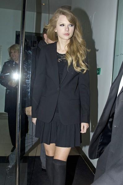 Taylor Swift va fuori a cena con sua madre e suo fratello Austin, a Nobu su Park Lane