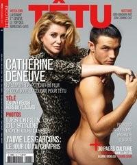 Catherine Deneuve allacciata a un modello nudo sulla cover del magazine gay francese Tetu.