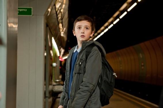 Il piccolo Frankie McLaren nel film Hereafter