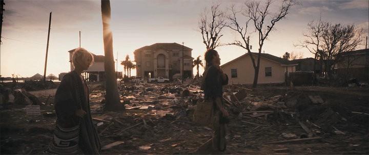 Scoot McNairy e Whitney Able in una scena apocalittica del film Monsters