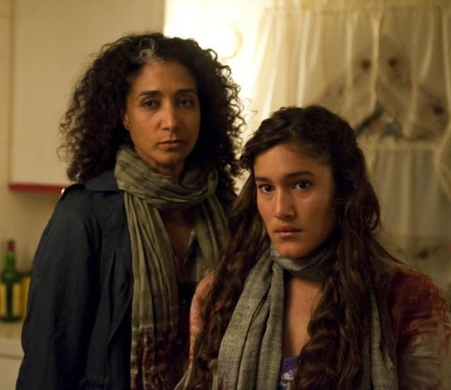 Bellina Logan e Q'Orianka Kilcher in Sons of Anarchy nell'episodio Widening Grye