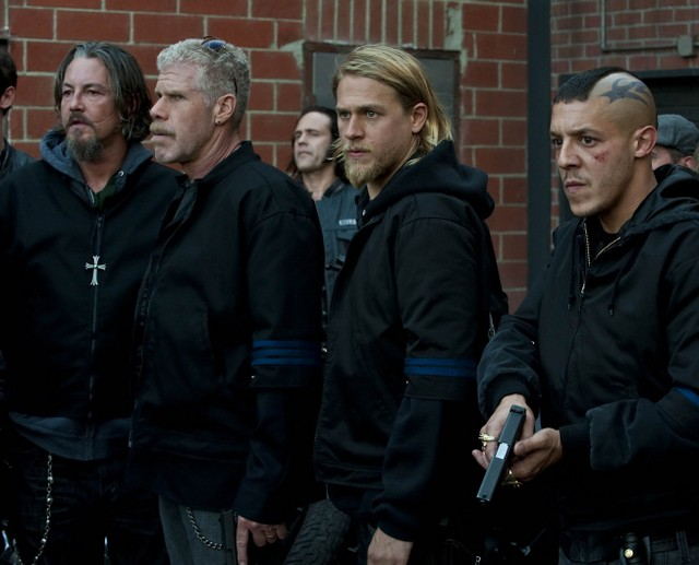 Una parte del cast di Sons of Anarchy nell'episodio Lochan Mor