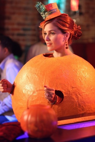 Brooke (Sophia Bush) con il costume di Halloween nell'episodio Not Afraid di One Tree Hill