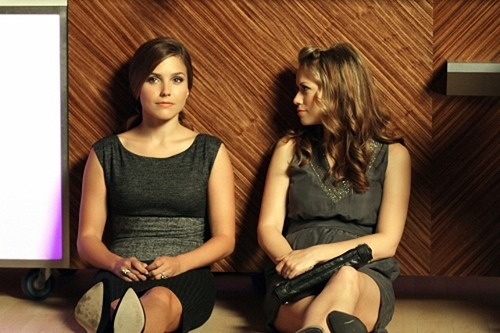 Haley (Bethany Joy Galeotti) e Brooke (Sophia Bush) nell'episodio Nobody Taught Us to Quit di One Tree Hill
