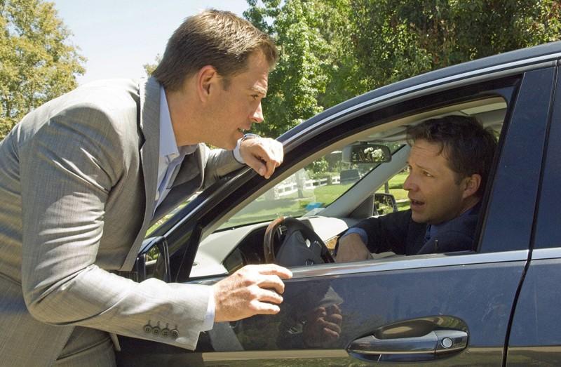 Michael Weatherly in una sequenza dell'episodio Dead Air di NCIS - Unità anticrimine