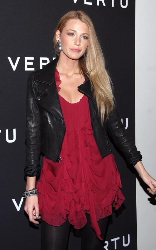 Blake Lively era presente al lancio dello Smartphone Vertu tenutosi alla Berry Hill Galleries