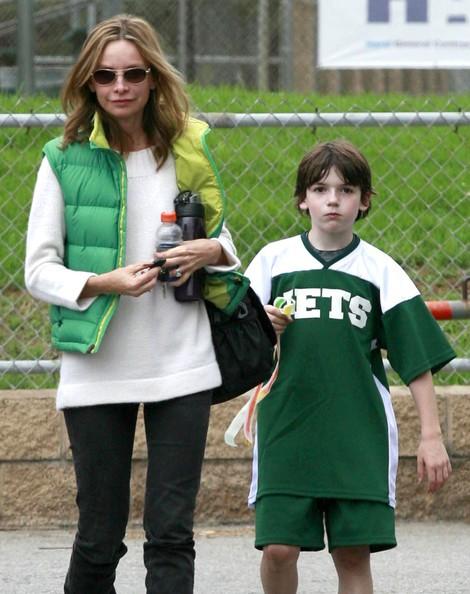Calista Flockhart e suo figlio Liam lasciano il campo di calcio in Santa Monica