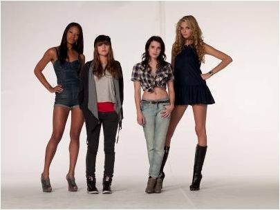 Emma Roberts, Ophelia Lovibond, Tamsin Egerton e Shanika Warren-Markland in 4.3.2.1