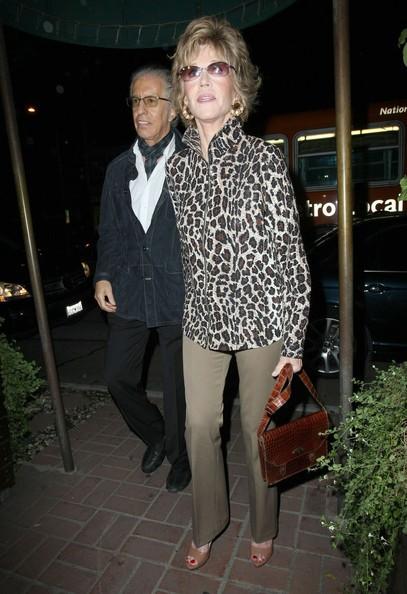 Jane Fonda a cena fuori con amici al Madeo Restaurant di Beverly Hills