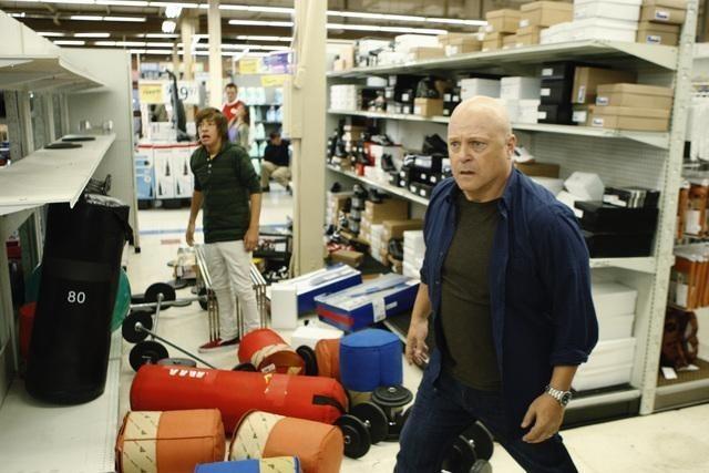 Jimmy Bennett e Michael Chiklis nell'episodio No Ordinary Earthquake di No Ordinary Family