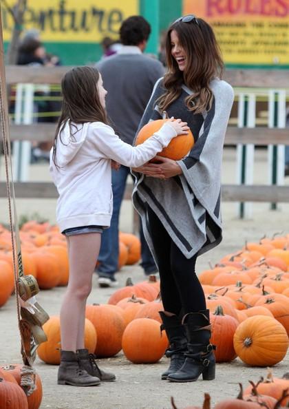 Kate Beckinsale insieme a sua figlia all'Halloween Harvest Festival a Woodland Hills