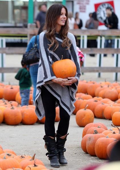 Kate Beckinsale insieme alla sua famiglia all'Halloween Harvest Festival a Woodland Hills