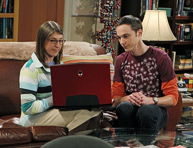 Mayim Bialik e Jim Parsons nell'episodio The Desperate Emanation di The Big Bang Theory