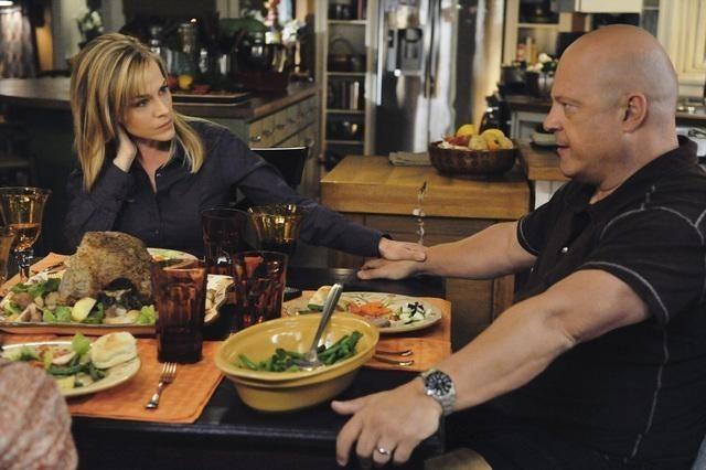 Michael Chiklis e Julie Benz nell'episodio No Ordinary Visitors di No Ordinary Family