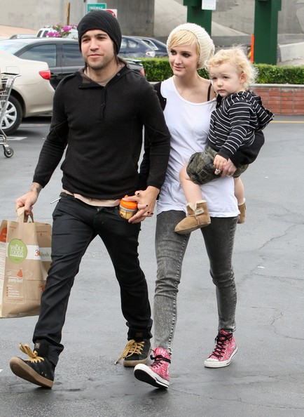 Ashlee Simpson-Wentz e famiglia escono dal Whole Foods Market a Los Angeles