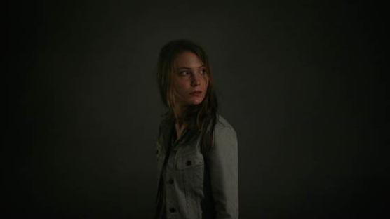Elise Lhomeau in una scena del film Des filles en noir
