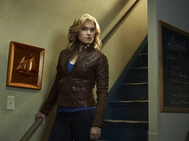 Emily Rose in una foto promozionale della serie Haven