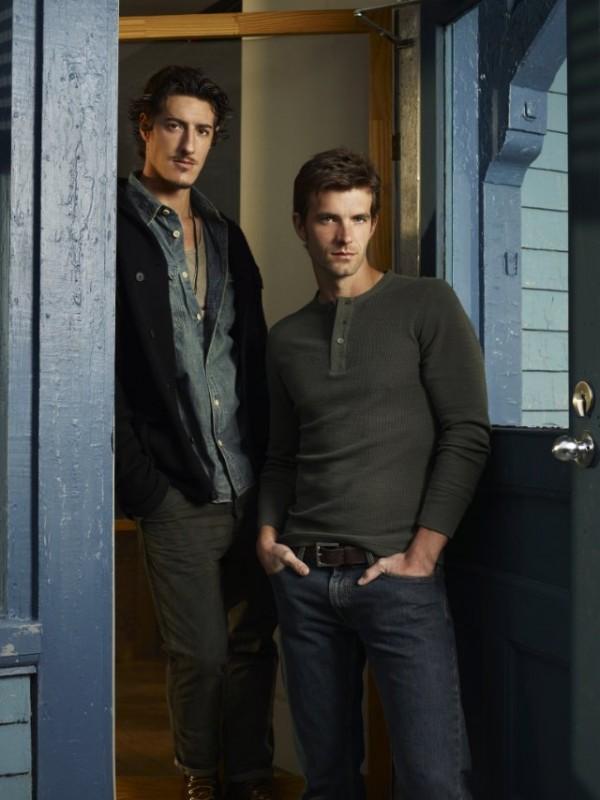 Eric Balfour e Lucas Bryant in una foto promozionale della serie Haven