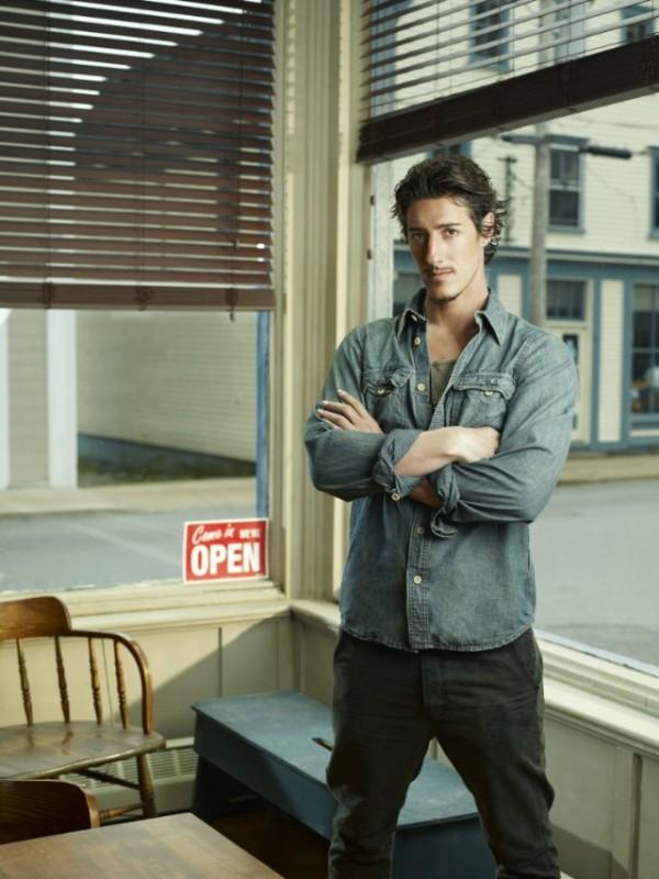 Eric Balfour in una foto promozionale della serie Haven