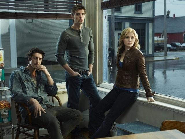 Eric Balfour, Lucas Bryant ed Emily Rose in una foto promozionale della serie Haven