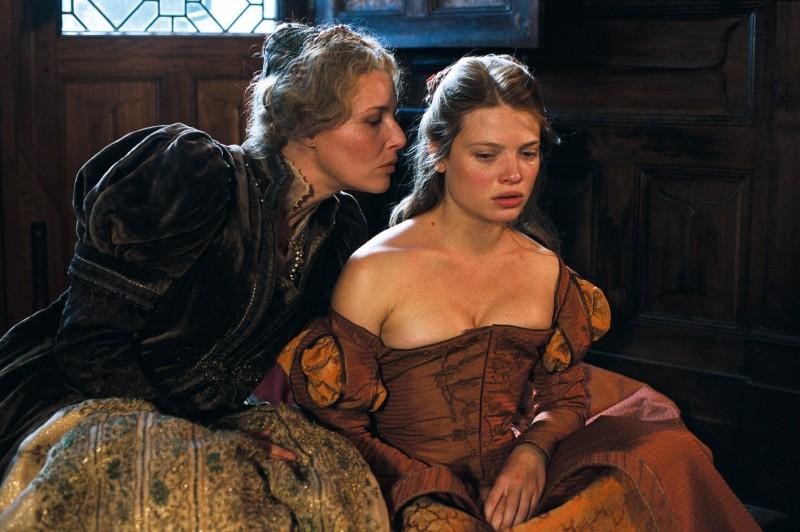 Florence Thomassin e Mélanie Thierry in una scena del film La princesse de Montpensier