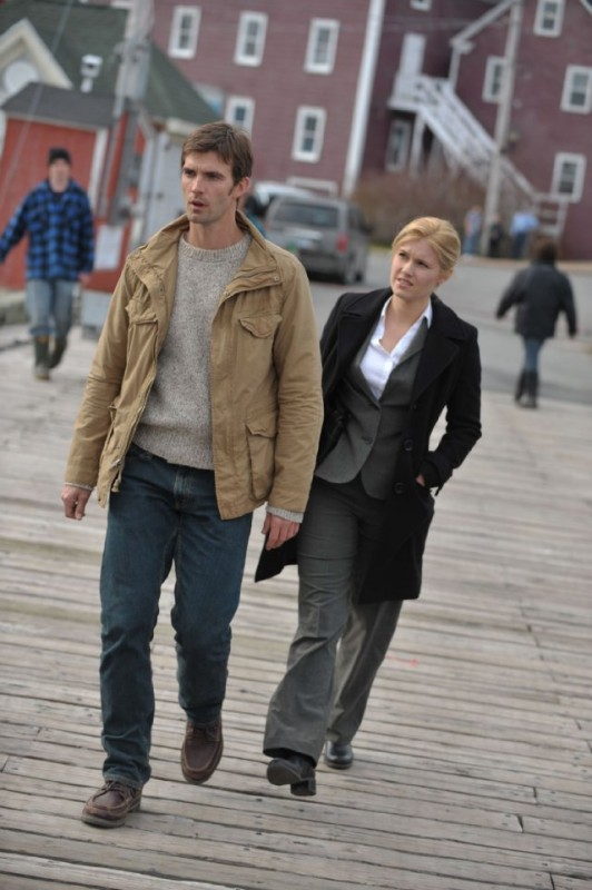 Haven: Lucas Bryant ed Emily Rose in una scena dell'episodio Welcome to Haven