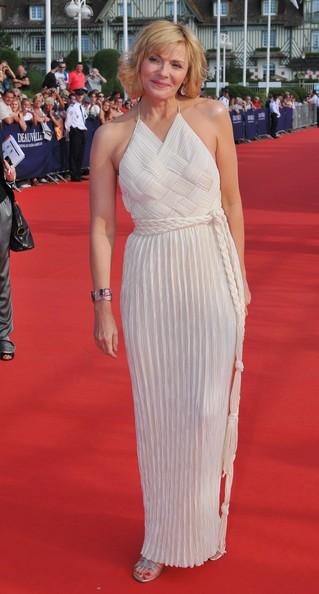 Kim Cattrall elegantissima alla premiere francese del film Meet Monica Velour