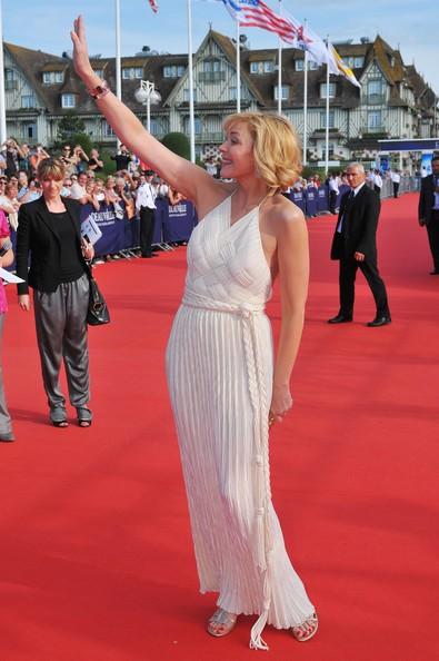Kim Cattrall, elegantissima alla premiere francese di Meet Monica Velour