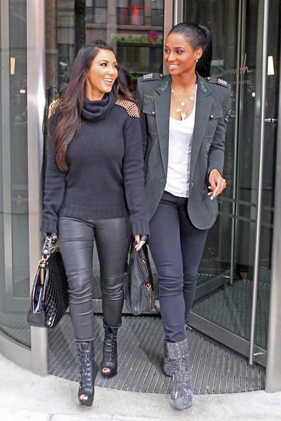 Kim Kardashian e Ciara mentre lasciano il Cosmopolitan Cafè di Tribeca