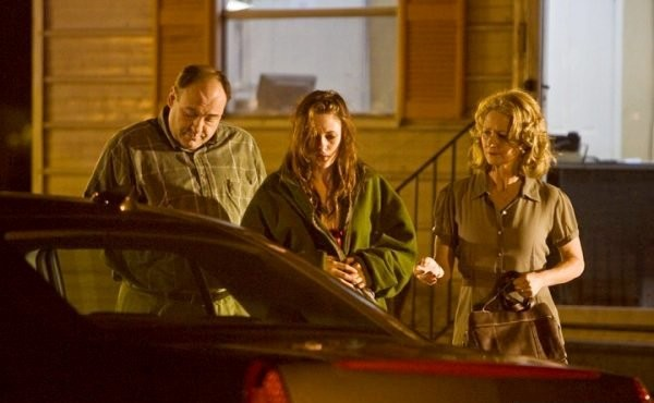 Kristen Stewart tra James Gandolfini e Melissa Leo ne film Welcome to the Rileys