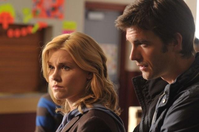 Lucas Bryant ed Emily Rose nell'episodio Consumed della serie Haven