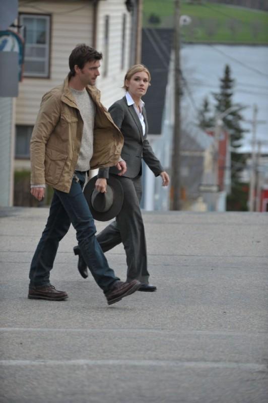 Lucas Bryant ed Emily Rose nell'episodio Welcome to Haven della serie Haven