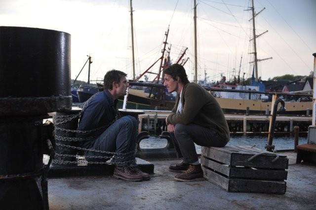 Lucas Bryant ed Eric Balfour nell'episodio Butterfly della serie Haven