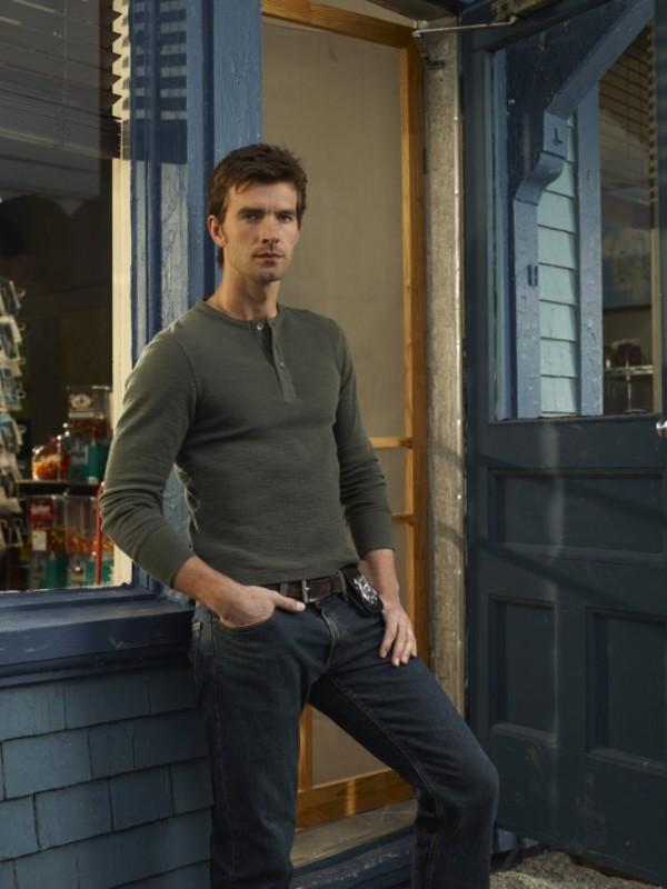 Lucas Bryant in una foto promozionale della serie Haven