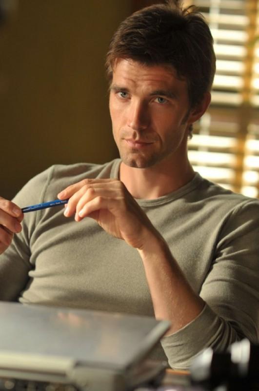 Lucas Bryant nell'episodio Consumed della serie Haven