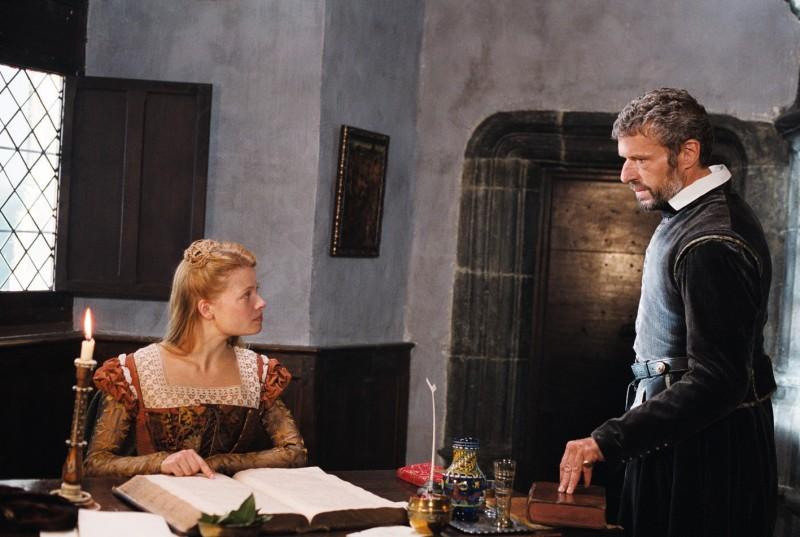Mélanie Thierry e Lambert Wilson nel film La princesse de Montpensier