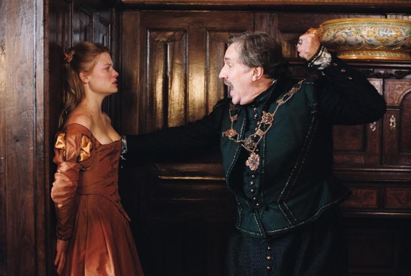 Mélanie Thierry e Philippe Magnan in una scena del film La princesse de Montpensier