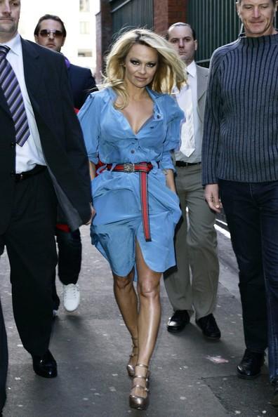Pamela Anderson per il nuovo spot degli animali (PETA) al London Transport Museum in Covent Garden