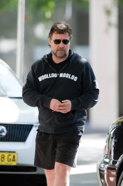 Russell Crowe si reca a far colazione con suo figlio Tennyson a Sydney