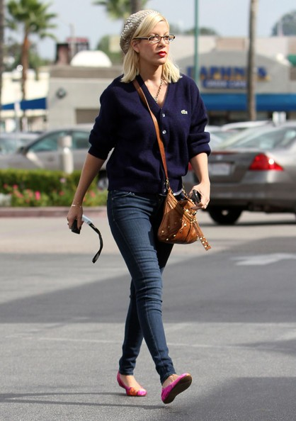 Tori Spelling fa shopping per fiori alla Flower Factory a Encino, in California