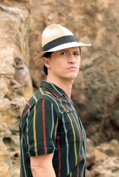 Clifton Collins Jr. in una scena dell'episodio Loyalty di The Event
