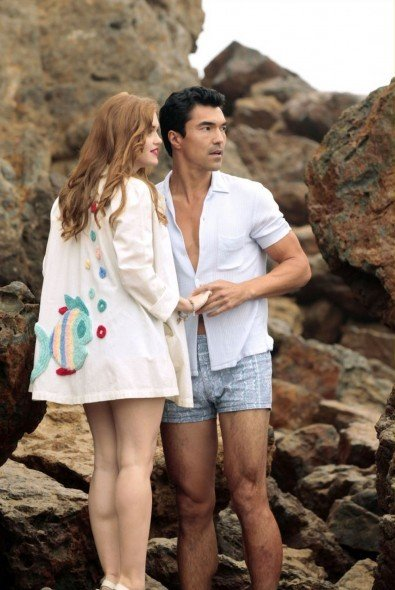 Holland Roden e Ian Anthony Dale nell'episodio Loyalty di The Event
